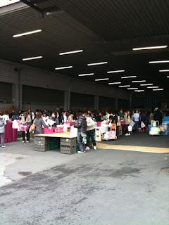 越谷市流通団地のユニ・ケアーで日用品雑貨の倉庫直売セール
