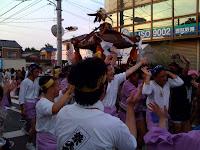 越谷市八坂神社例大祭の御神輿。