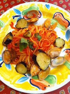 越谷市にある地中海食堂タベタリーノのアサリと茄子のトマトスパゲティ