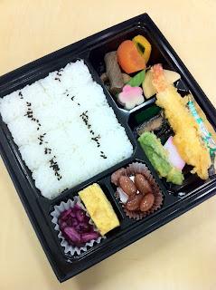 焼き魚 天ぷら 蒲鉾 昆布巻き 玉子焼き 煮豆 煮物 ご飯 香の物