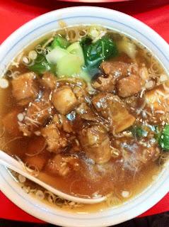 越谷のラーメン、中国家庭料理 海華 越谷店の角切り豚肉そば¥780