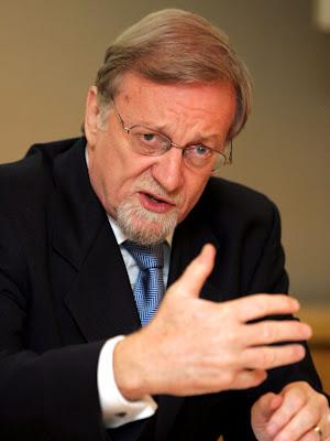 Dr. Gareth Evans
