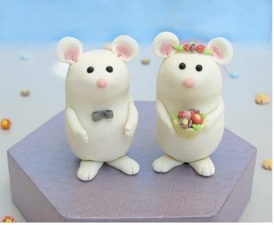 Unique Wedding Cake Toppers on Cute  Unique Mice Wedding Cake Toppers With Stand By Passionarte
