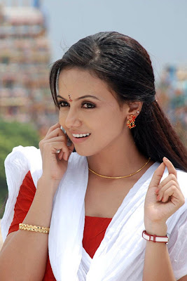 actress sana khan hot pics