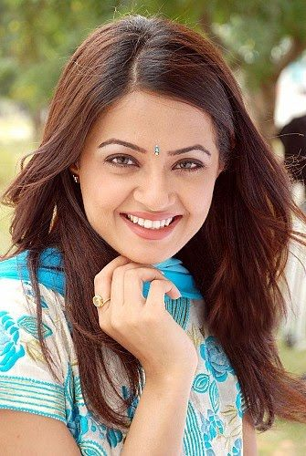Actress Surveen Chawla Hot Pics glamour images