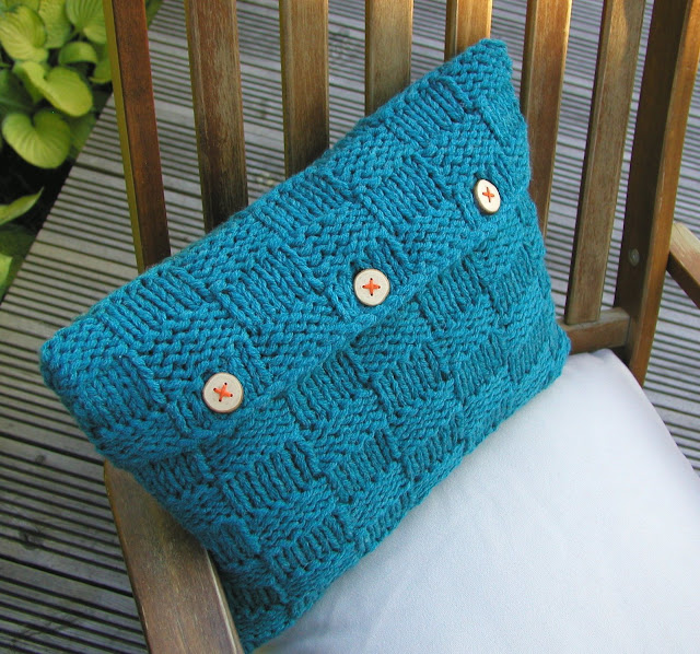 Free Cushion Cover Knitting Patterns : Hand Knitted Things: Checkerboard Cushion Cover