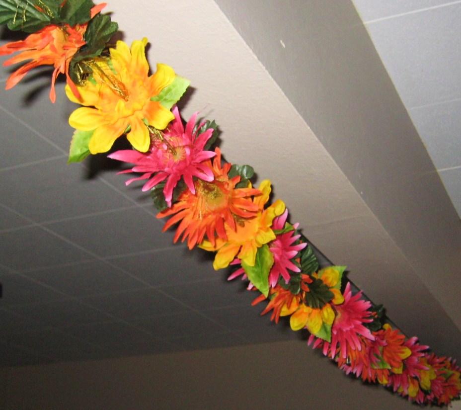 Гирлянды из бумаги для гавайской вечеринки своими руками 26