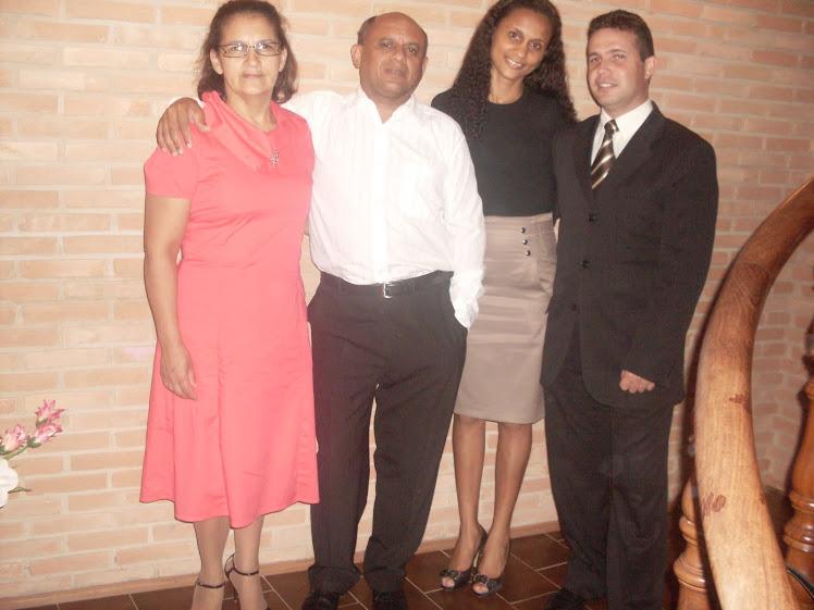 FAMILIA ABENÇOADA ''Pr.PAULO MATOS E SUA ESPOSA  MARIA MATOS