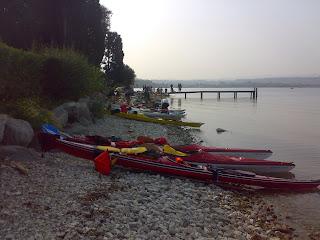 Kayak da mare sulla spiaggia dell'isola di San Biagio - Lago di Garda