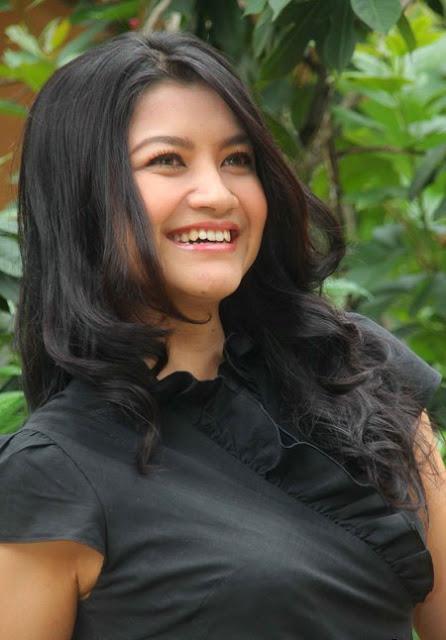 Skandal Photo Bugil Tina Talisa Presentter TV One