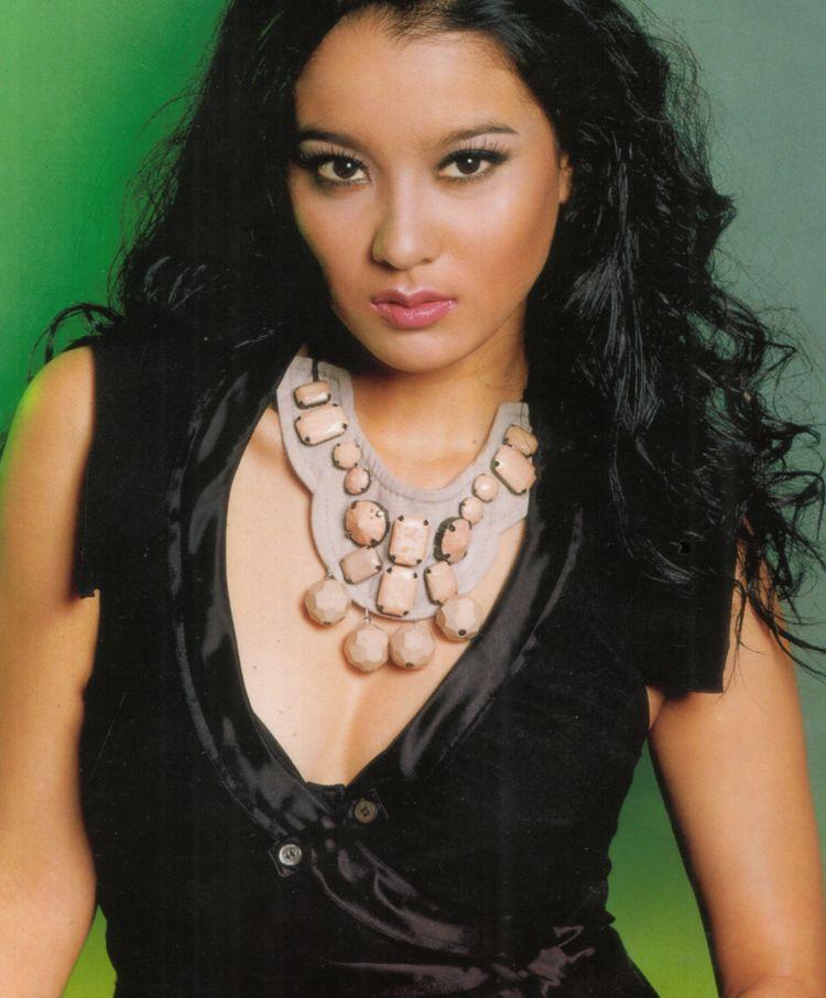 Marcella Is Couple Gozali Amran Tetty Liz Indriati Daughter And Also Sibling Of Olivia Zalianty