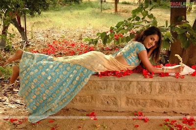 Sonal Chauhan Hot pics