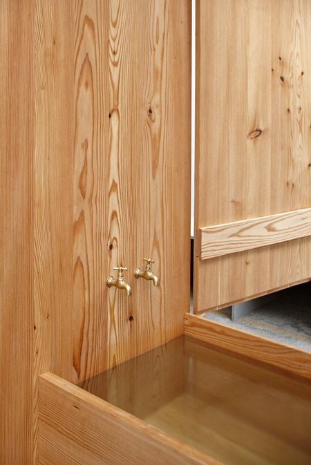 Destapar Una Tina De Baño:Decoración de la Casa: Armario de madera de alerce con tina incluida