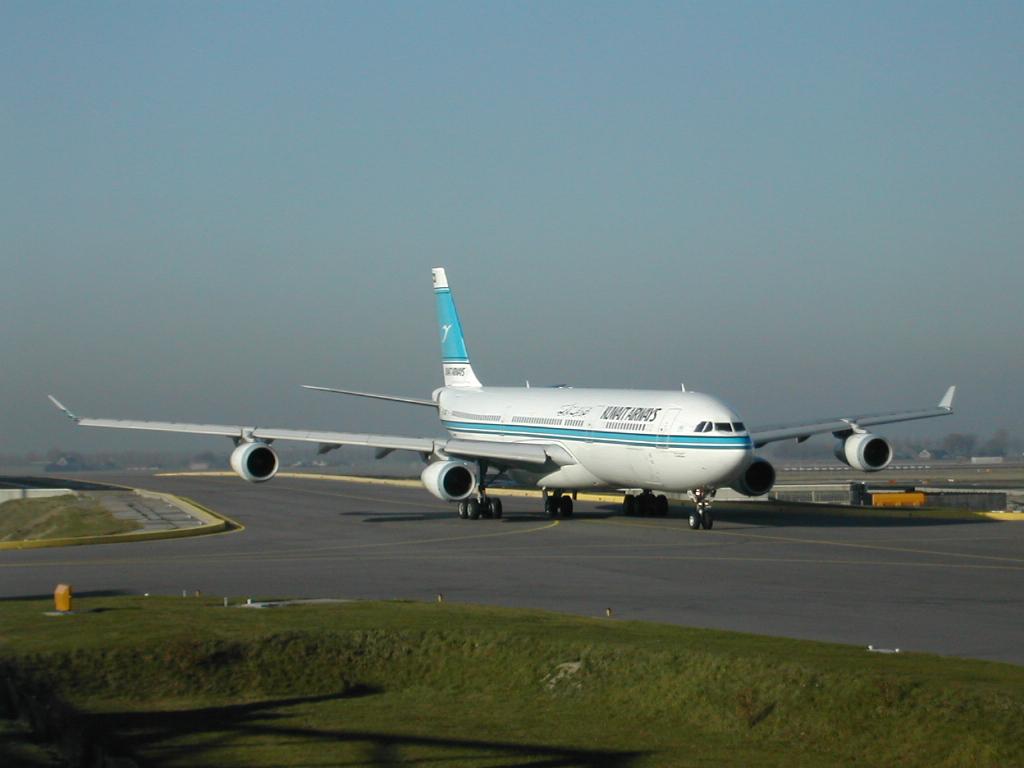 http://1.bp.blogspot.com/_8qCC_tZ7Txk/S8kW9RfAMGI/AAAAAAAAAMc/5_wHOV83gnU/s1600/airbus340300.jpg