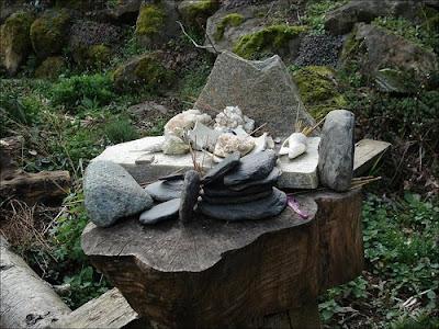 LIBERTY POST Garden Altar