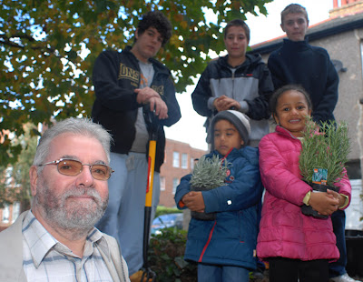 Cllr Bob Belam, youths, children