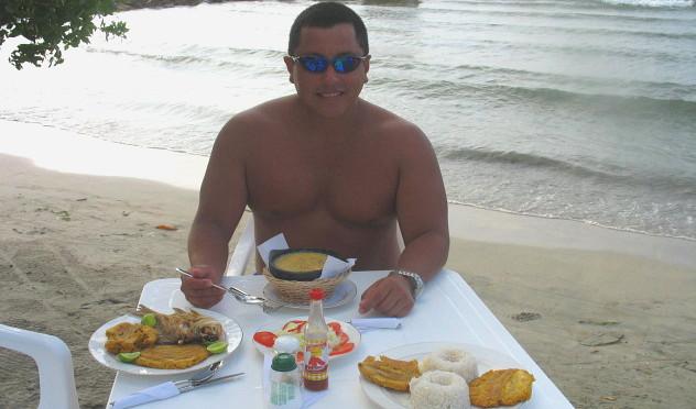 Nada como comer a la orilla del mar !