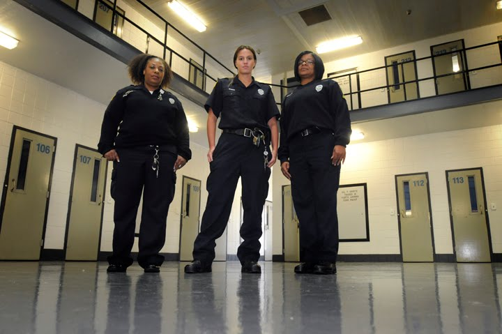 female correctional officers 2018-5-10 correctional officers are responsible for overseeing individuals who have been arrested and are awaiting trial or who have.