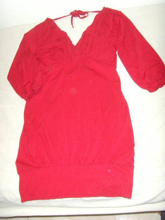 Vestido Tam P - a cor é vermelho puxado para o vinho é que a foto não ajudou!!!