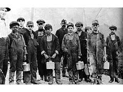 """""""L'industria illegale del carbone causa gravi infezioni respiratorie a molti bambini lavoratori"""""""