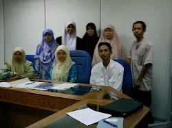 Student Postgraduate JAPI 2005-2007 bersama Prof Dr. Che Zarrina Saari