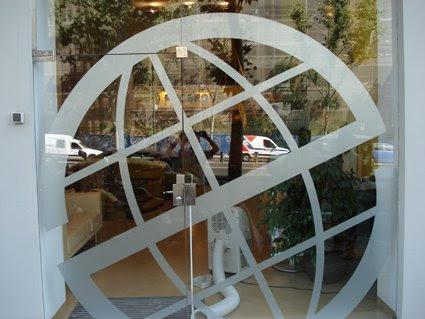 Rotulos moreno decoraci n en vinilo sobre vidrio for Oficina correos leganes