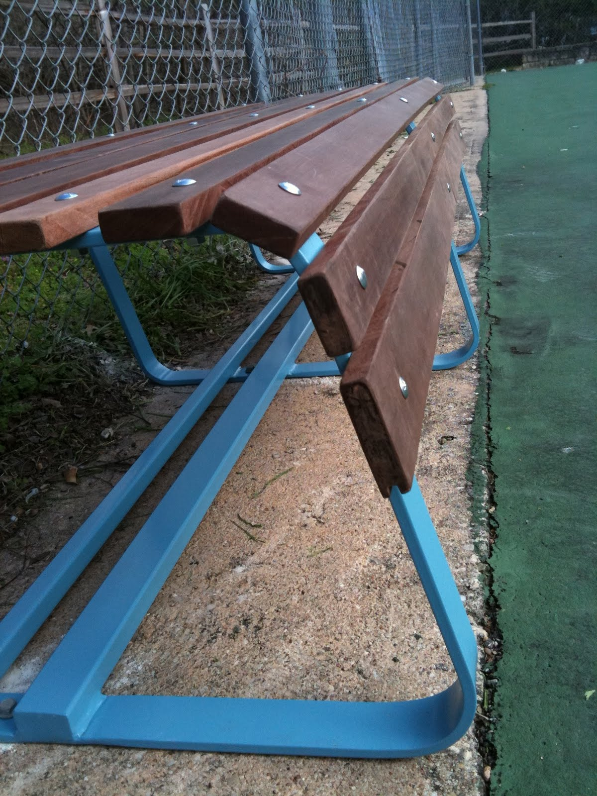 El Grupo Tennis Court Benches