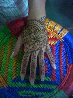 traditional henna pattern for back of hand fine lines