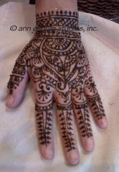"This is a free hand pattern, or a ""Chef's Choice"" henna tattoo. Art like"
