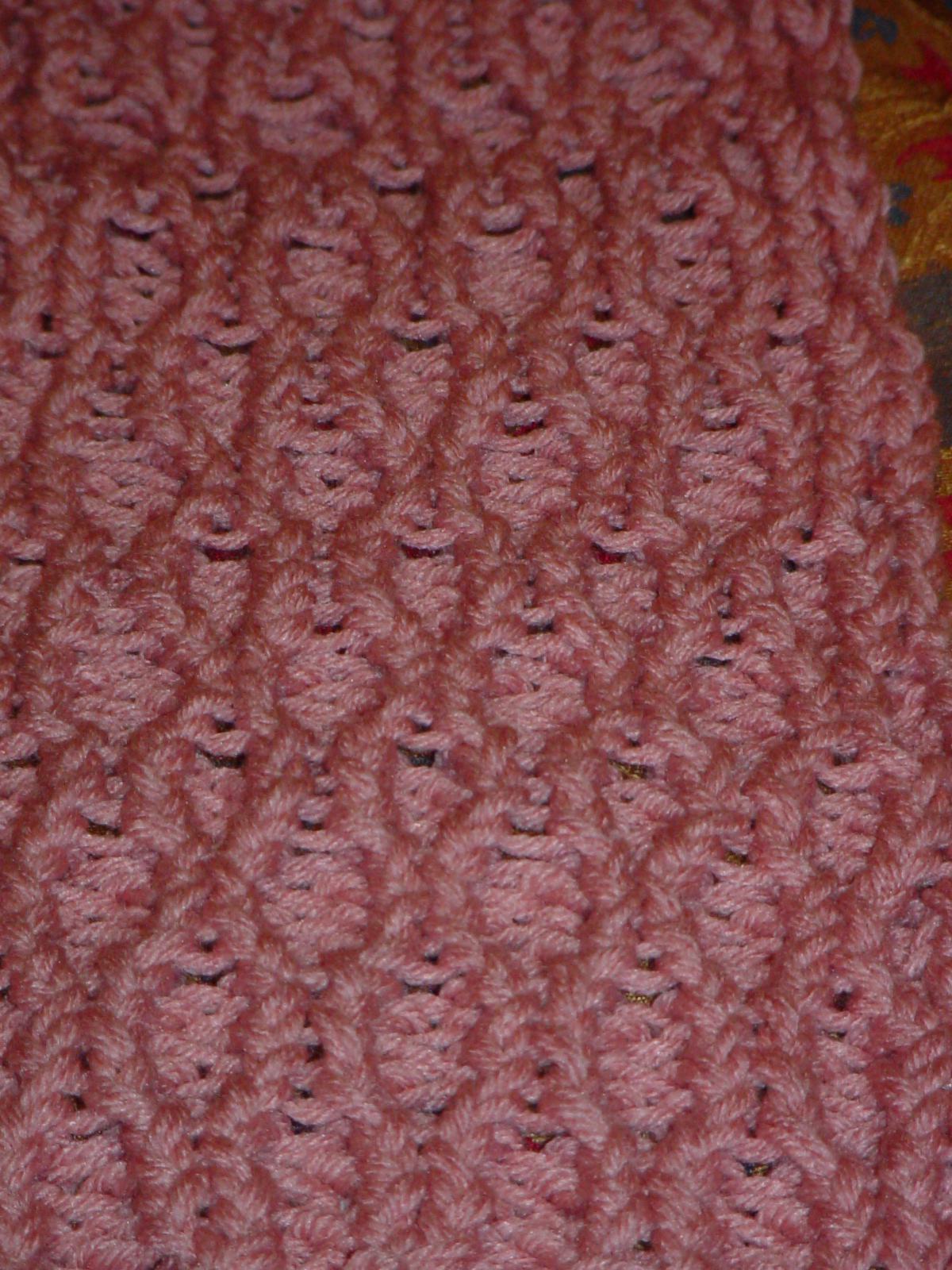 Honeycomb Knitting Stitch How To : The Knifty Knitter: The Latest Knifty Knitter Project - Honeycomb Stitch Scarf