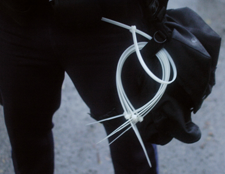 how to use zip ties as handcuffs