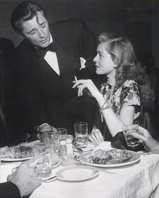 5548-Robert+Mitchum+Lauren+Bacall.jpg