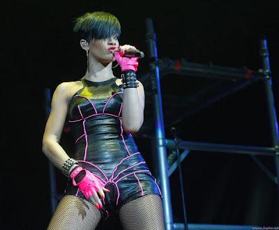 rihanna tour pictures. Rihanna Tour Dates and