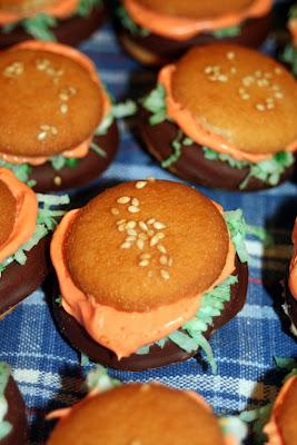 the entertaining kitchen: Mini Hamburger (cookies)