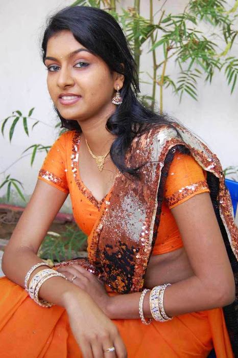 akshida in saree unseen latest photos
