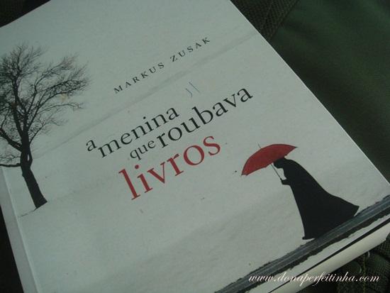 A menina que roubava livros, de Markus Zusak - LIVRO