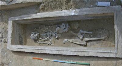 Τάφος του 4ου πΧ αιώνα στη Νέα Σμύρνη! %CE%A4%CE%AC%CF%86%CE%BF%CF%82+1