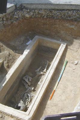 Σαν παραμύθι: Αρχαίος τάφος στη γειτονιά μας! HPIM4940%CE%B1