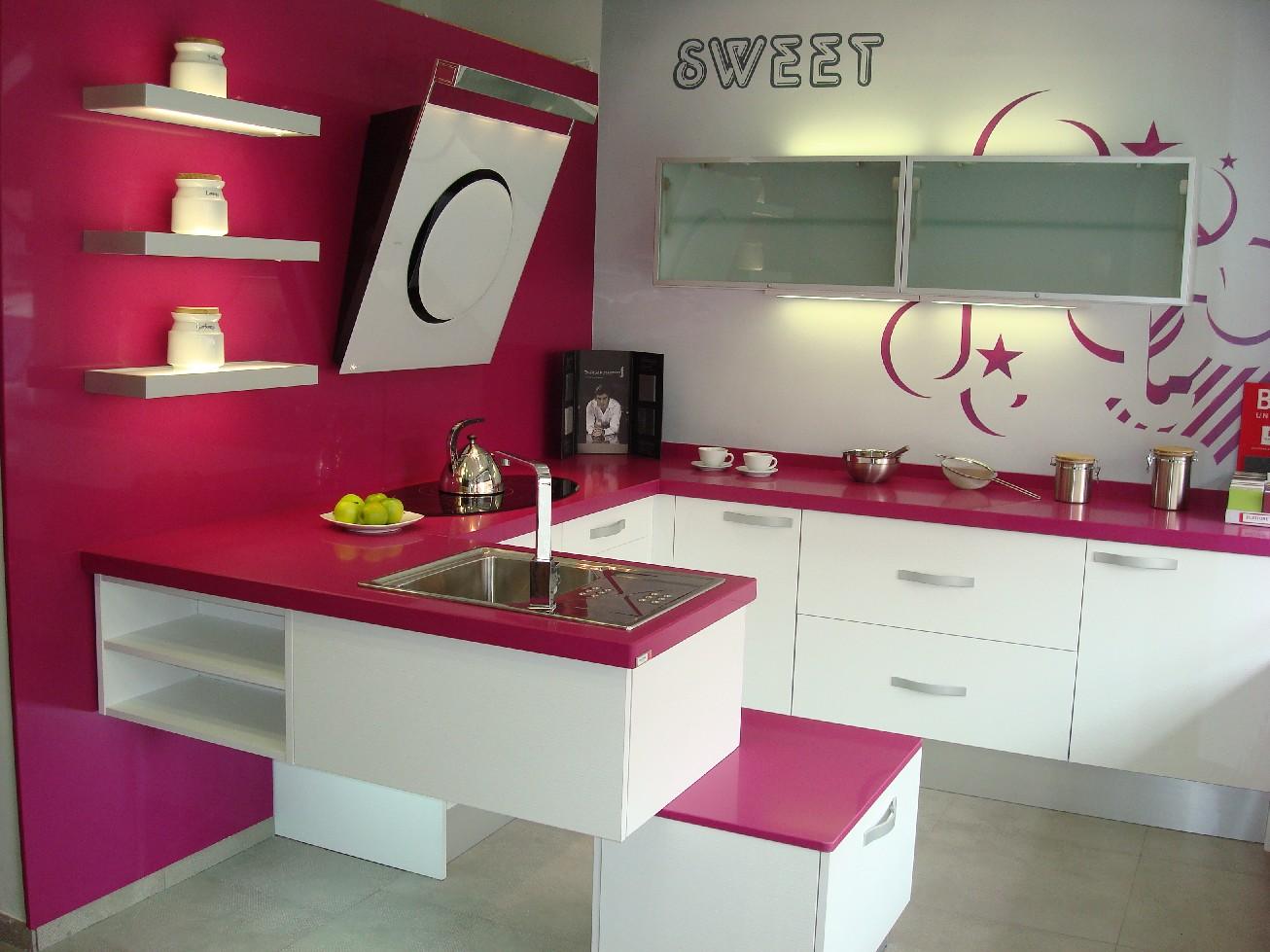 Dise o y decoraci n de cocinas encimeras por encima de - Decoracion pared cocina ...