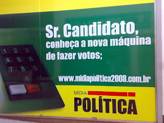 Sr Candidato, conheça a nova máquina de fazer votos - Painel em empresa de propaganda