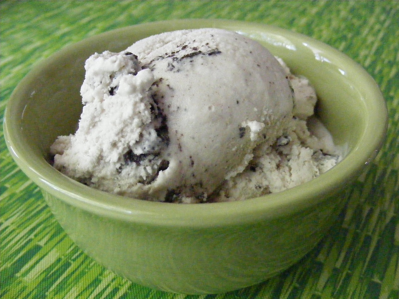 The Adventures of Kitchen Girl: Very Vanilla Cookie Crumble Ice Cream