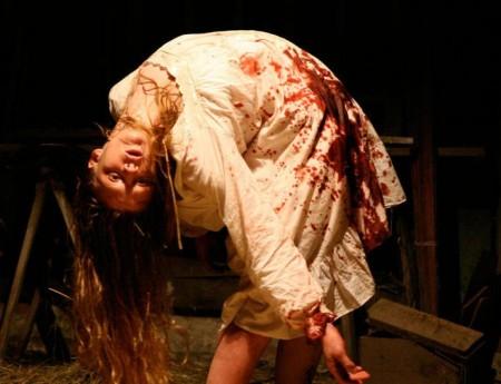 http://1.bp.blogspot.com/_9HaR-XEG47k/TPIJfLzEMDI/AAAAAAAAIuo/x2HuyHUQdXo/s1600/The-Last-Exorcism-450x3451.jpg
