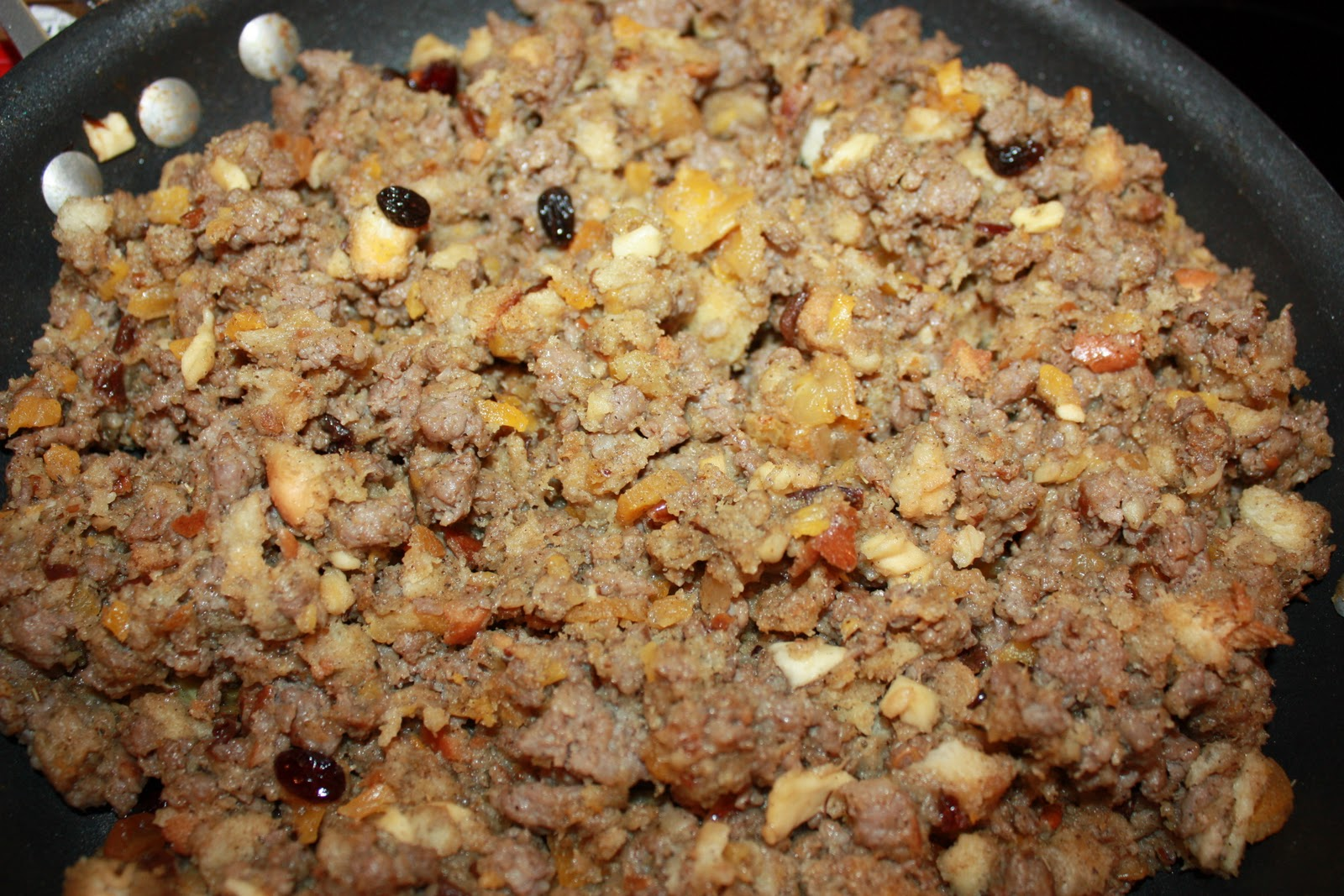 The Farmhouse Foodie: Sweet Sausage and Dried Fruit Stuffing