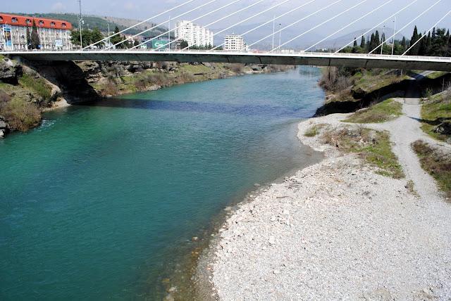 Река Морача под мостом Миллениум.