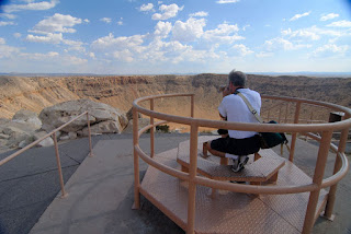 Gene Hanson sighting through the binoculars at Meteor Crater