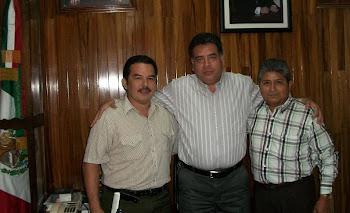 HILARIO GONZALEZ (AL CENTRO), CON ALFREDO HOIL Y JUAN ANTONIO GONZALEZ