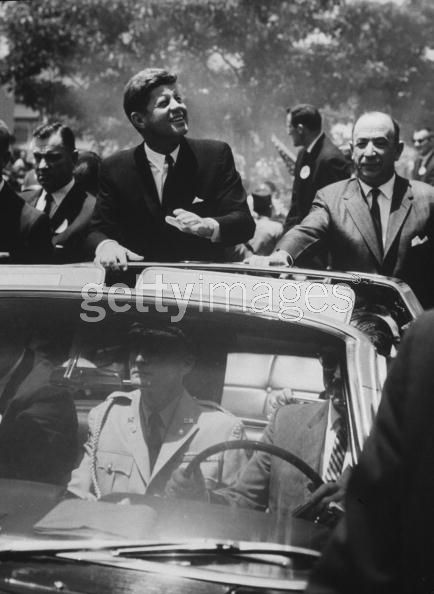 agents on/ near car, Costa Rica, March 1963 (inc Roy Kellerman); military aide in front seat