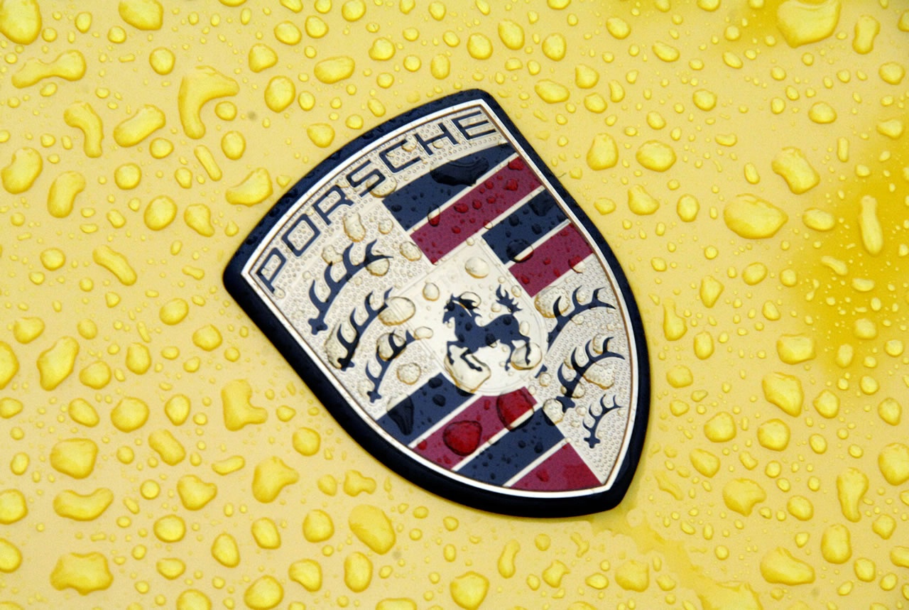 Porsche logo in rain