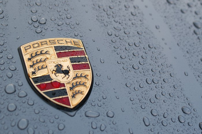 Porsche Logo Wallpaper In Rain Water