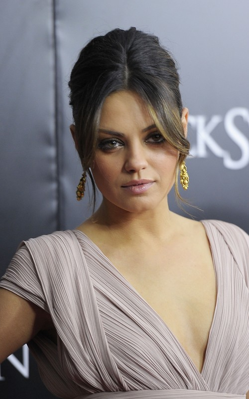 mila kunis black swan makeup. Mila Kunis at Black Swan New